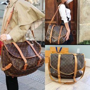 ♥️SAUMUR 43♥️ Authentic Louis Vuitton Crossbody!